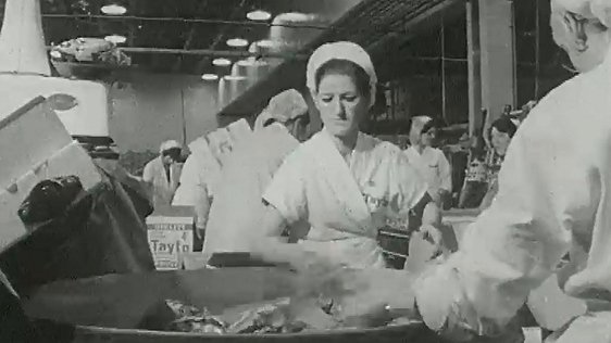 Workers at the Tayto Crisp factory (1970).