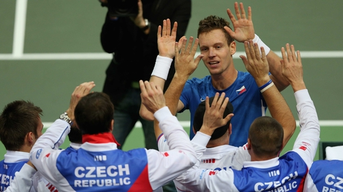Tomas Berdych celebrates with team-mates after defeating Spain's Nicolas Almagro