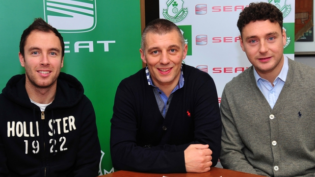 Shamrock Rovers manager Trevor Croly with new signings Sean O'Connor (left) and Mark Quigley (right)