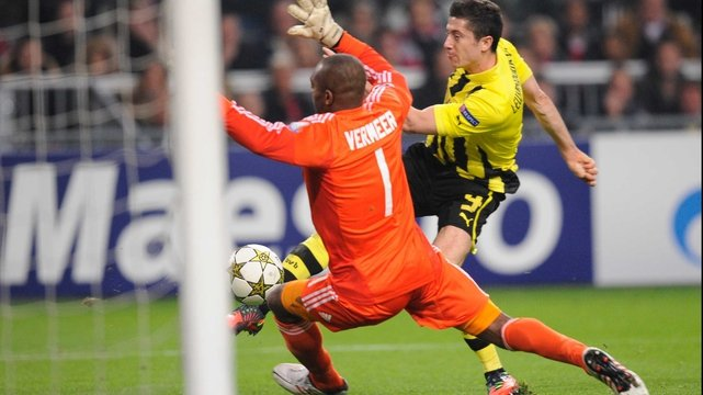 Robert Lewandowski scores for Dortmund