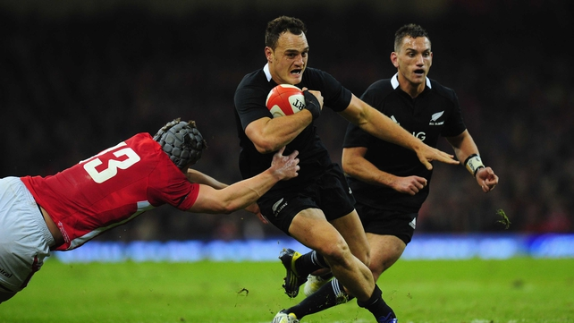 Israel Dagg avoids the attentions of Jonathan Davies