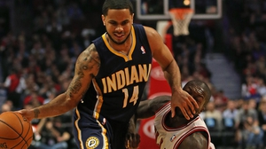 DJ Augustin (l) of the Indiana Pacers fouls Chicago Bulls' Nate Robinson