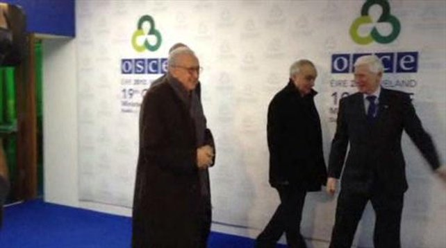 Lakhdar Brahimi (L) was at the RDS for talks with Hillary Clinton and Sergey Lavrov