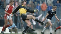 In an extended Sport At Seven interview, goalkeeping legend Neville Southall talks about his long career
