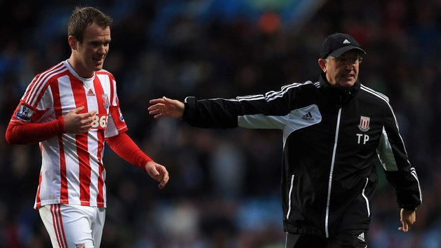 Stoke's Glenn Whelan with his manager Tony Pulis