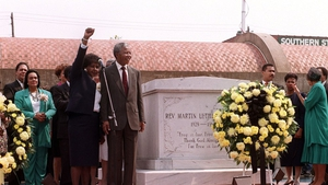 Nelson Mandela in Atlanta on 27 June 1990 with his wife Winnie after placing a wreath at the grave of Martin Luther King Jnr