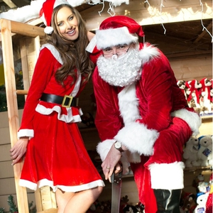 Top model Roz Purcell helping Santa prepare for Christmas at B&Q at Airside Retail Park, Swords. (c) Conor McCabe Photography