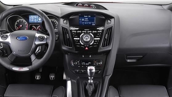 The steering has a razor-sharp rack