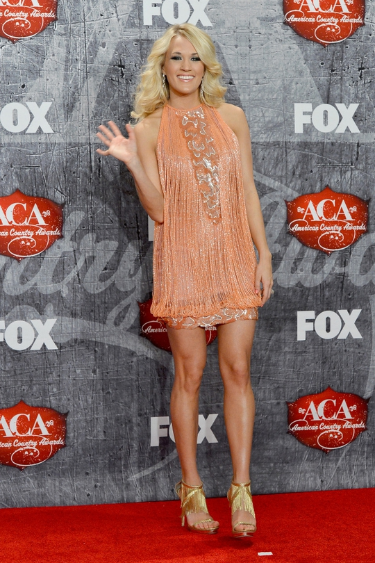 Should be getting a bit boring but it's not. Carrie Underwood rocks a signature style for her, a little disco mixed with Seventies maybe? This time, in Georges Chakra.