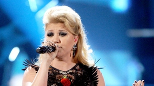 Kelly Clarkson has confirmed that she's not pregnant