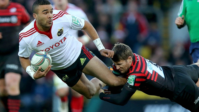 Simon Zebo of Munster is tackled by Saracens' Richard Wigglesworth