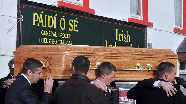 Family of Páidí Ó Sé carry the coffin from his home