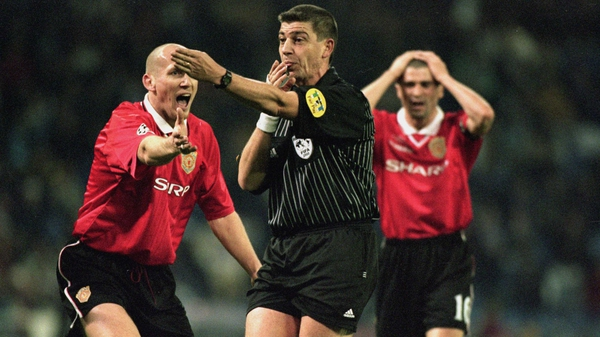 Jaap Stam appeals to the referee during the UEFA Champions League game between Real Madrid and Manchester United at the Bernabeu in 2000