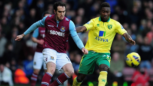 Joey O'Brien of West Ham United (left) and Alexander Tettey of Norwich City