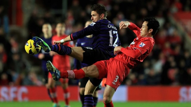 Olivier Giroud of Arsenal and Maya Yoshida of Southampton battle for possession at St Mary's