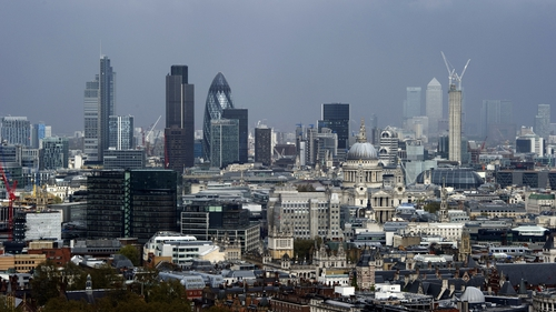 UK economy shrank by 0.3% in fourth quarter of 2012