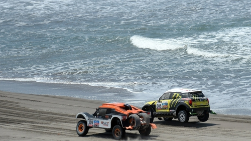 Nani Roma (r) triumphed in the sixth stage of the Dakar Rally