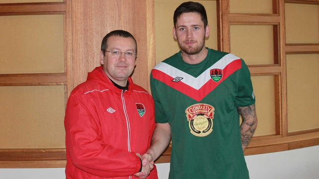 New signing Darren Dennehy with Cork City manager Tommy Dunne