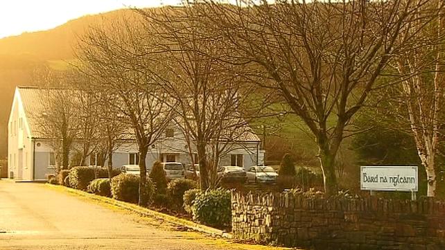 Bard na nGleann is located in the village of Béal Átha An Ghaorthaidh