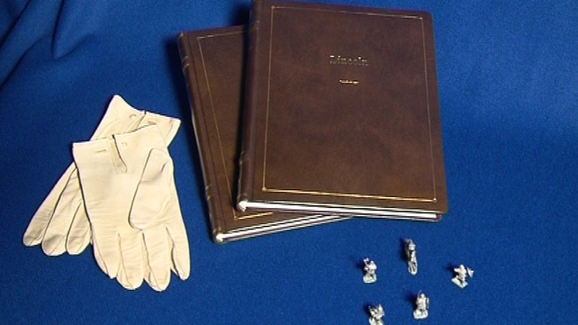 A series of film memorabilia including Abraham Lincoln's gloves and miniature soldiers featured in the film will go under the hammer.