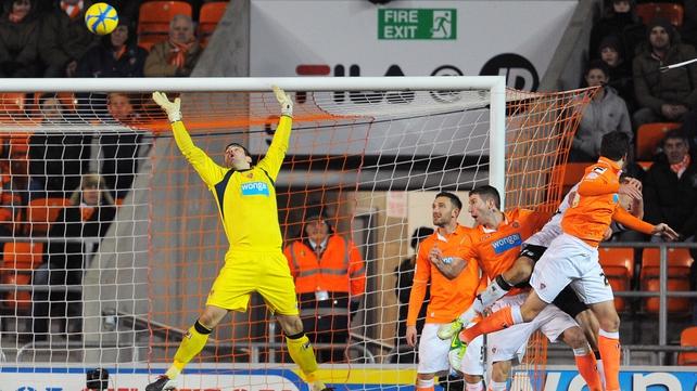 Brede Hangeland's late looping header gave Fulham victory