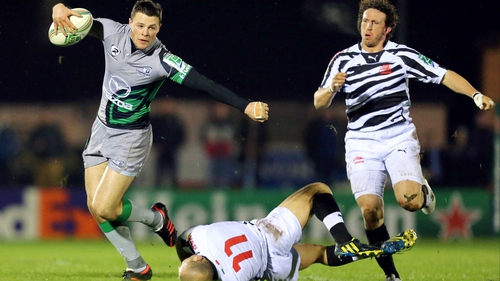 Robbie Henshaw on the break for Connacht