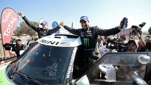 Stephane Peterhansel celebrates his latest Dakar success with co-driver Jean Paul Cottret