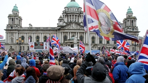 The poll indicated 44% backed Belfast City Council's decision on the Union flag