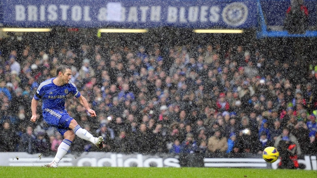 Frank Lampard's penalty gave Chelsea a two-goal lead, and they withstood a late Arsenal onslaught