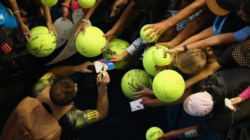 Andy Murray signs autographs after his 6-3 6-1 6-3 win against Gilles Simon
