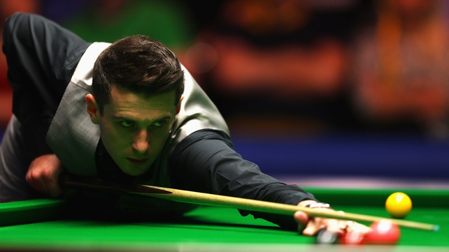Mark Selby edged out John Higgins in a late-night thriller at Ally Pally