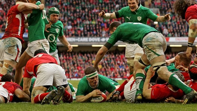 Brian O'Driscoll touches down against Wales