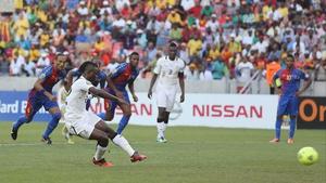 Mubarak Wakaso slams home a penalty for Ghana against Cape Verde