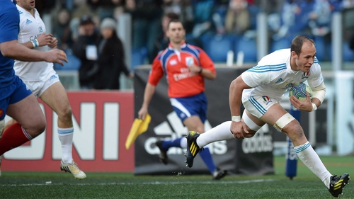 Sergio Parisse crosses the whitewash for Italy's opening try at Stadio Olimpico