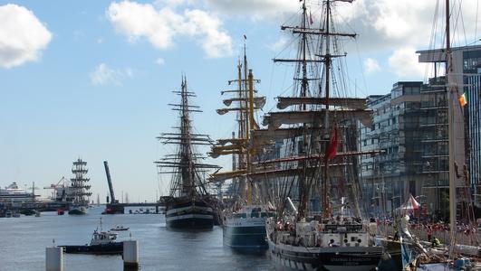 Tall Ship Runs Aground