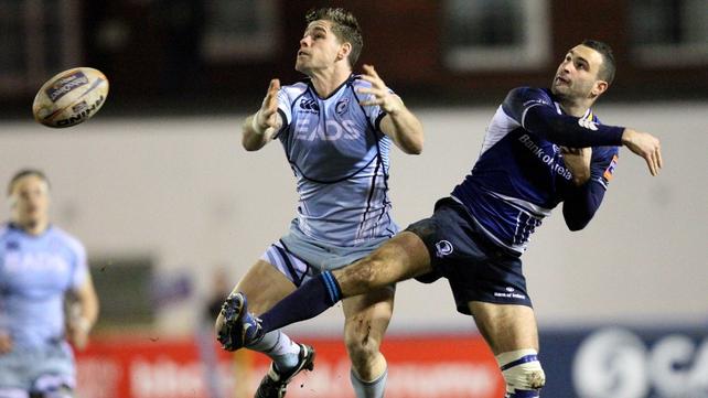 Gavin Evans and Dave Kearney fail with a high ball