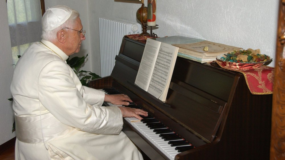 Benedict plays piano at his summer residence in July 2006 in Les Combes, Val D'Aosta, Italy