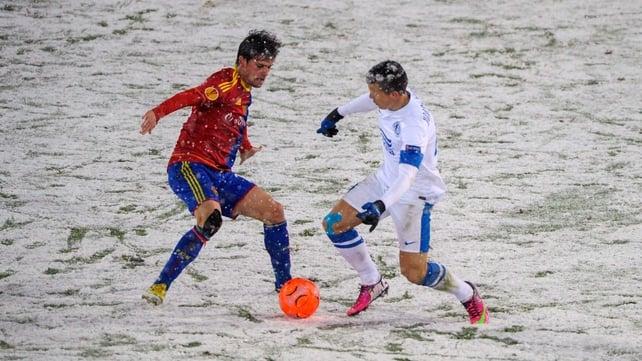Basel's Swiss midfielder Valentin Stocker (L) vies with FC Dnipro's Ukrainian midfielder Yevhen Konoplyanka