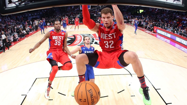 Blake Griffin dunks the ball for the Western Conference as part of a 19-point total