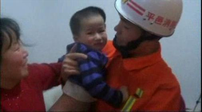 Chinese girl rescued from washing machine