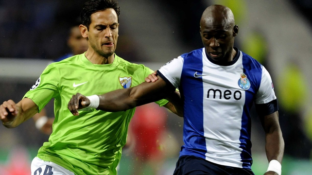 Porto's French defender Eliaquim Mangala (R) vies with Malaga's Paraguayan forward Roque Santa Cruz