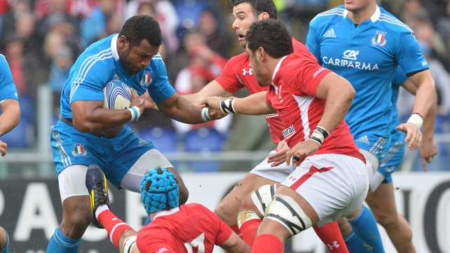 Manoa Vosawai attacks for Italy