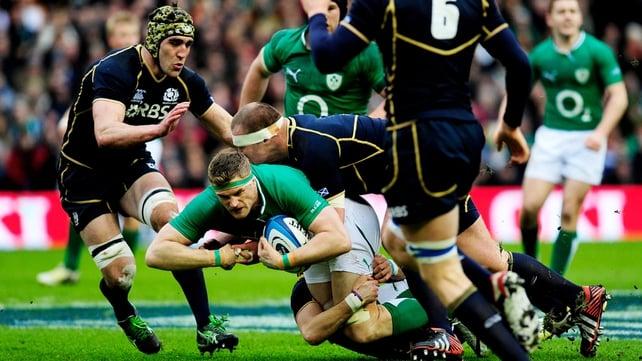 Jamie Heaslip on the attack for Ireland