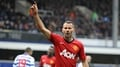 Giggs pens one-year deal to stay at United