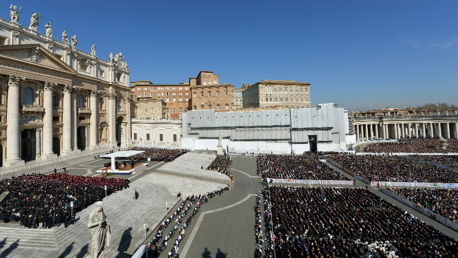 Thousands of people gathered in the square to bid the Pope farewell