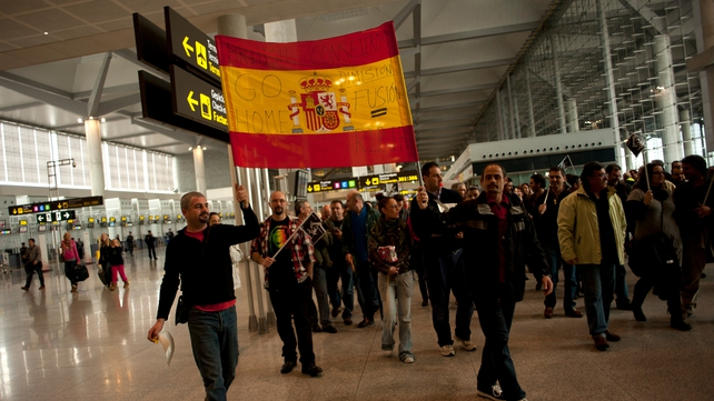 Iberia workers move closer to deal on massive job cuts