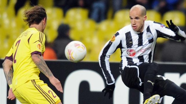 Newcastle's midfielder Gabriel Obertan (R) vies with defender Andrei Eschenko