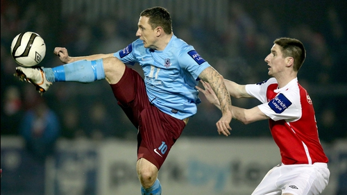 Gary O'Neill of Drogheda gets there ahead of Ian Bermingham