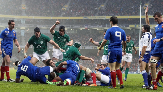 Jamie Heaslip touches down for Ireland's try