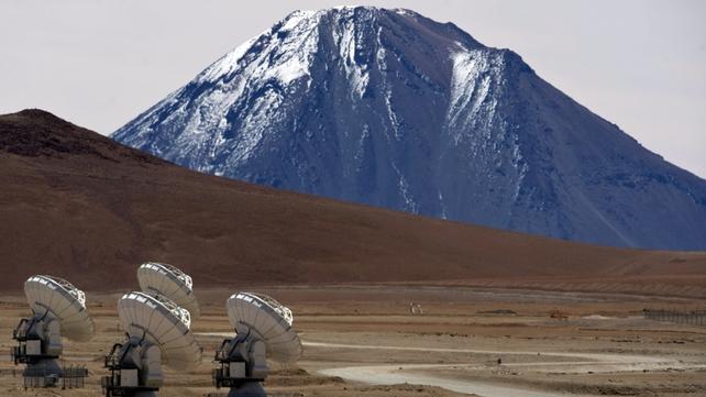 Radio telescope antennas of the ALMA project, in the Chajnantor plateau, Atacama desert